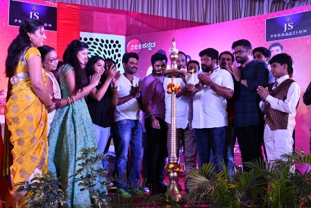 Zee Kannada's Jodi Hakki team celebrates with fans from all ove