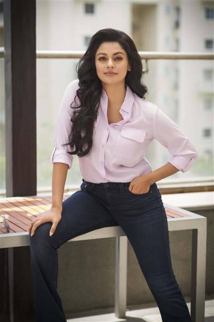 Actress Pooja Kumar Latest Stills