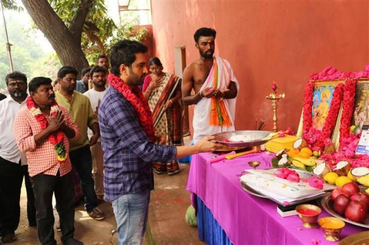குறும்பட இயக்குனருக்கு வாய்ப்பளித்த நடிகர் சந்தானம்
