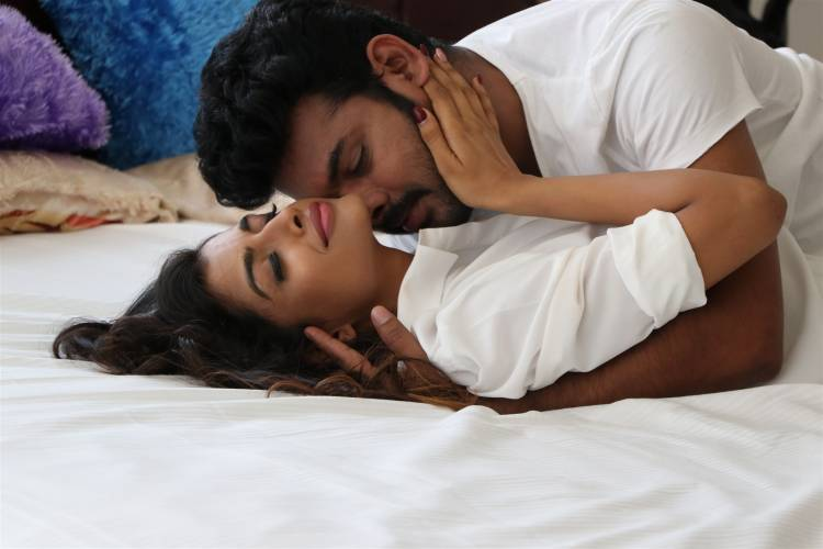 IVANUKKU ENGEYO MACHAM IRUKKU Latest Stills