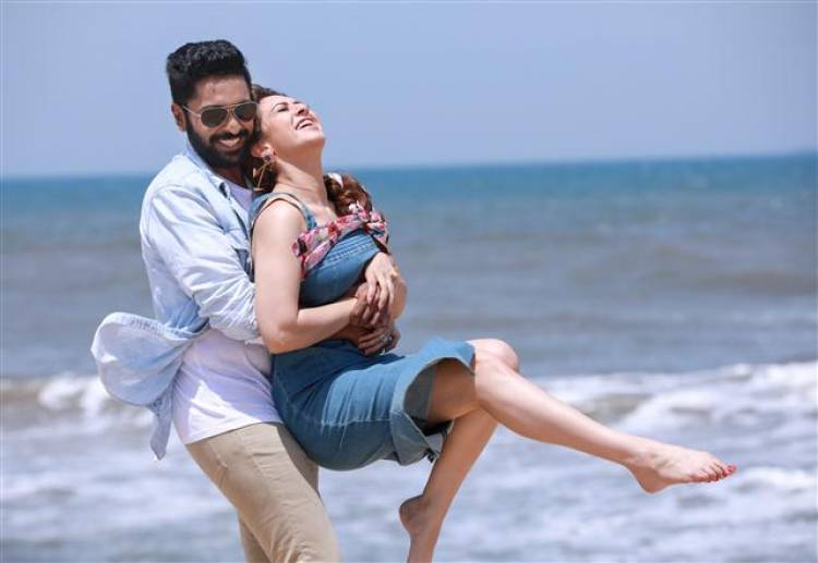 HERO & HEROINE STILLS FROM 'THUPPAKKI MUNAI'