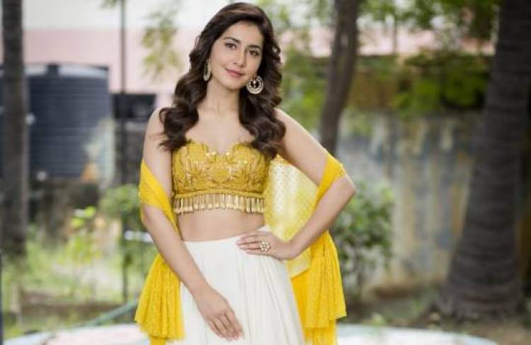 Ravishing Beauty Raashi Khanna Stills