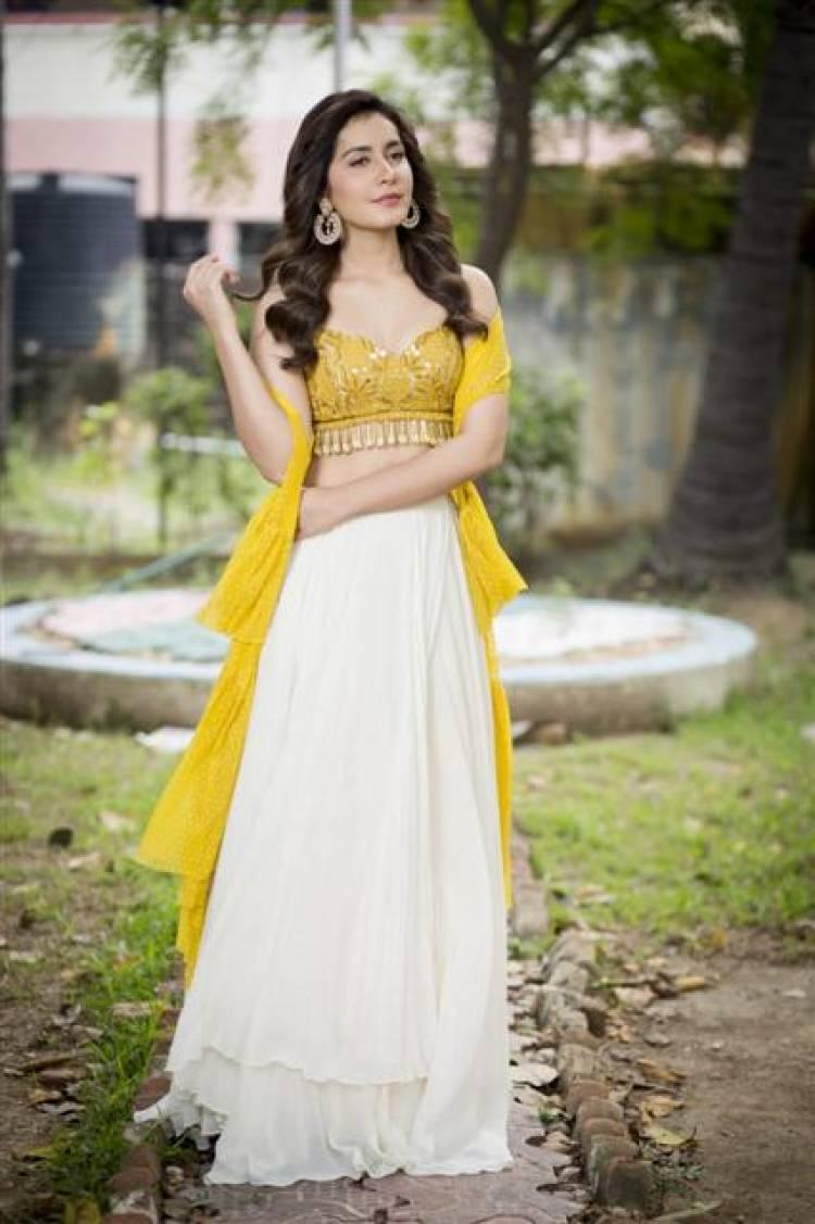 Ravishing Beauty Raashi Khanna Stills