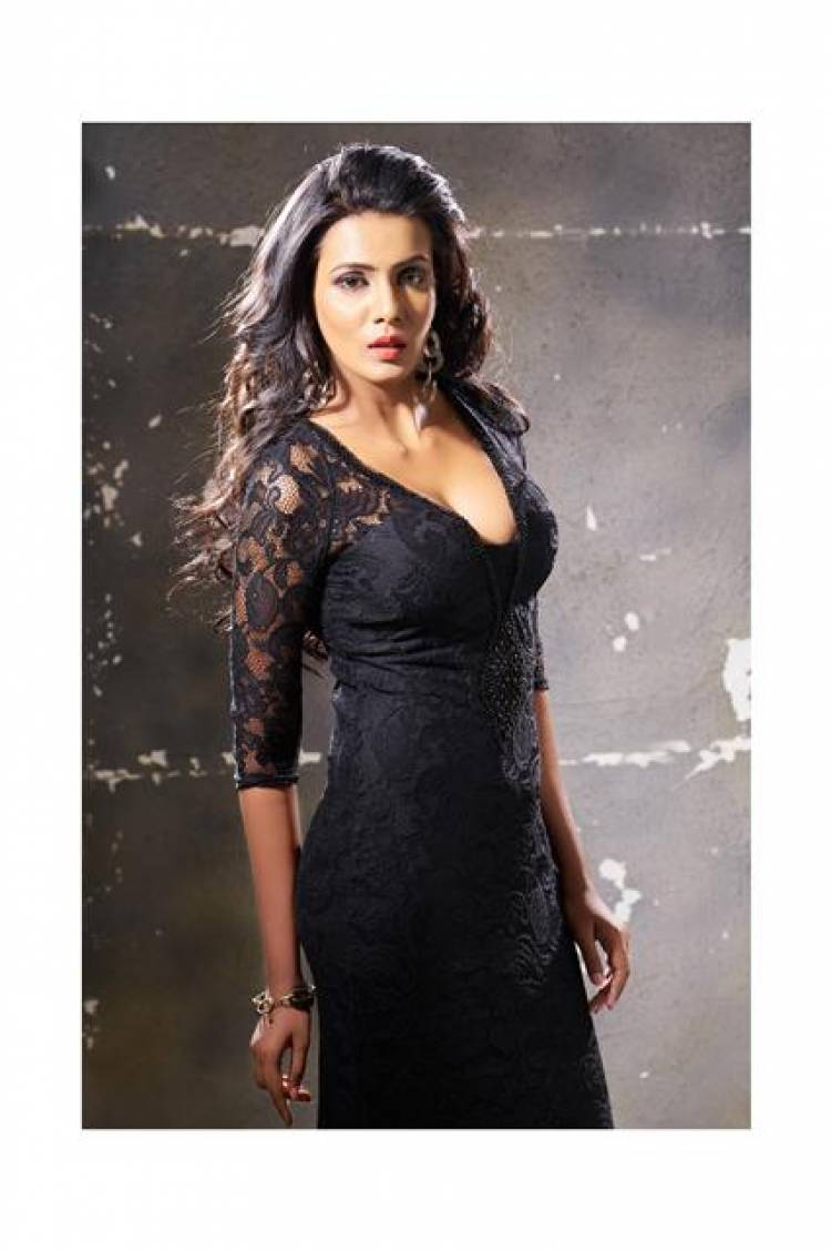Actress Meera Mitun Stills