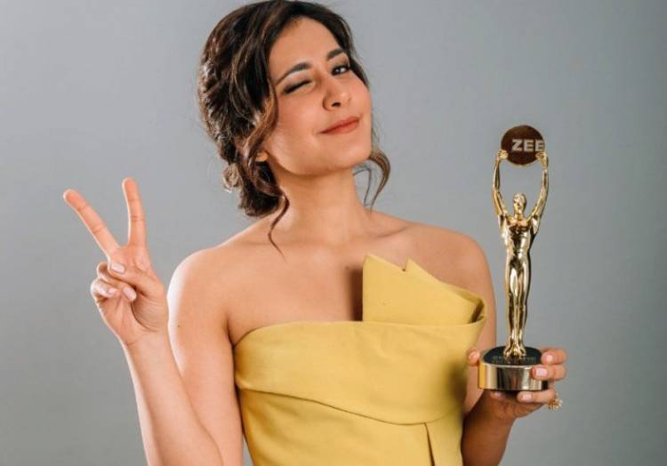 """""""The Performer of the Year"""" for Actress Raashi Khanna"""