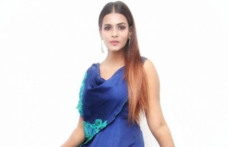Actress Meera Mitun Latest Stills
