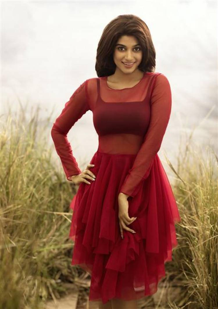 Actress Oviya Photoshoot HD Stills