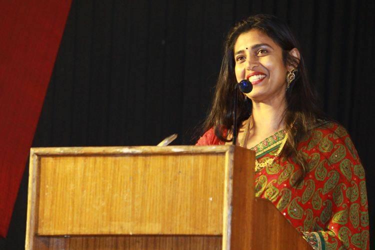 வேலுபிரபாகரன் அறிவுமிக்க ஆசான், நான் மக்கு மாணவி - கஸ்தூரி