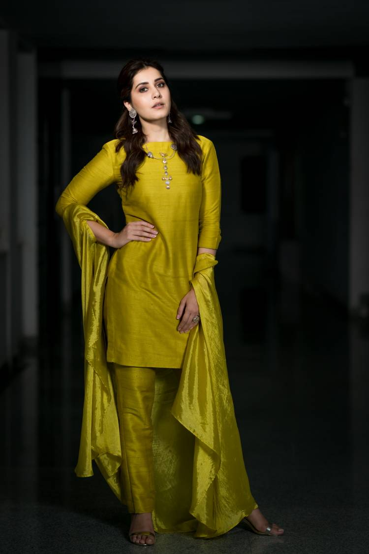 Actress Raashi Khanna latest pictures