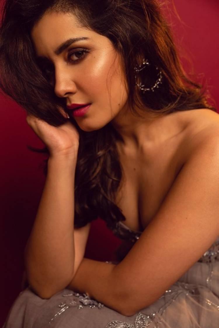 Actress RaashiKhanna Latest Pictures