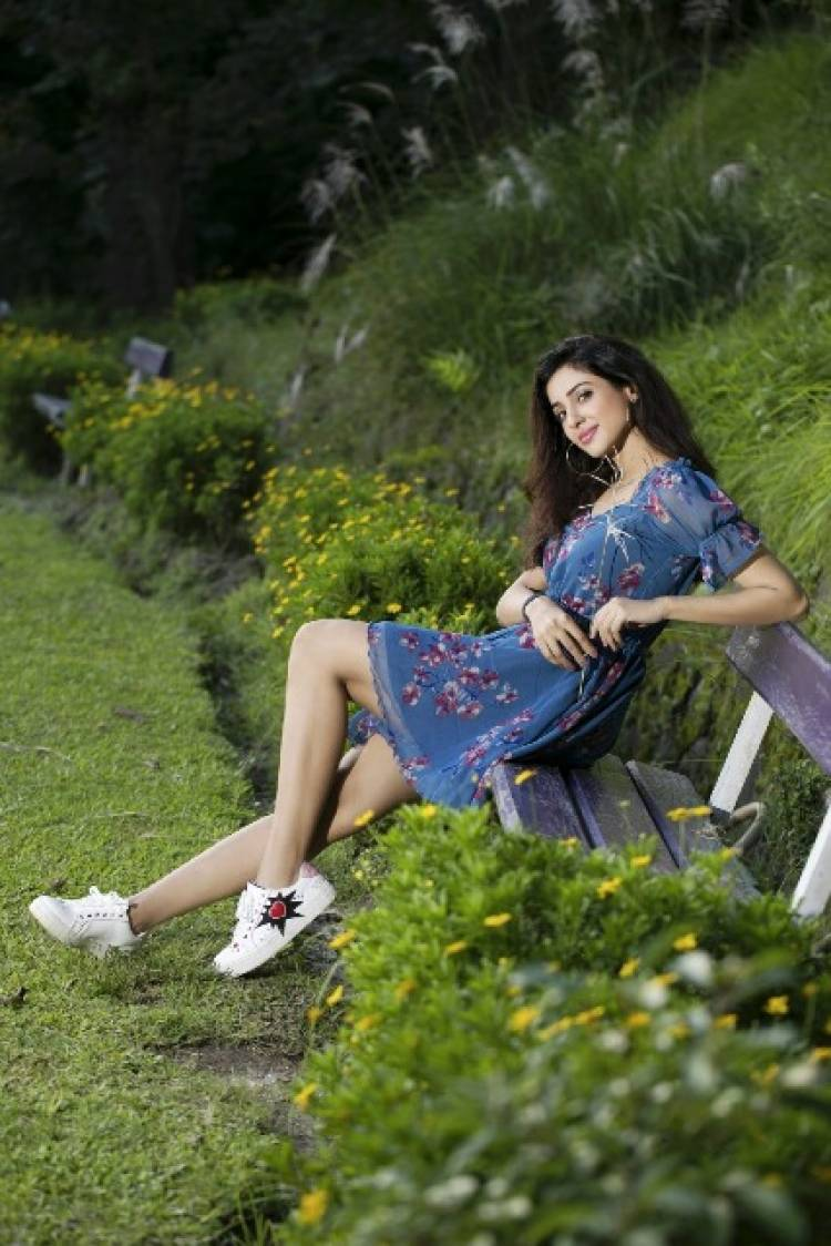 Actress RiyaSuman Latest Stills