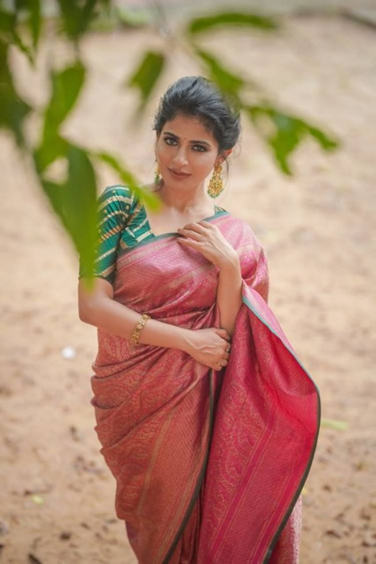 Actress IswaryaMenon Latest Pictures