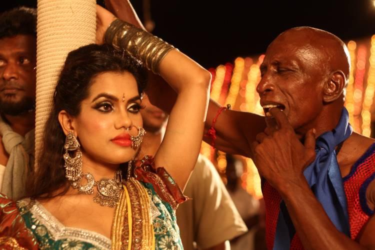 வறுமையில் வாடிய  ஊர் மக்களுக்கு உதவிய நடிகர் மொட்டை ராஜேந்திரன்