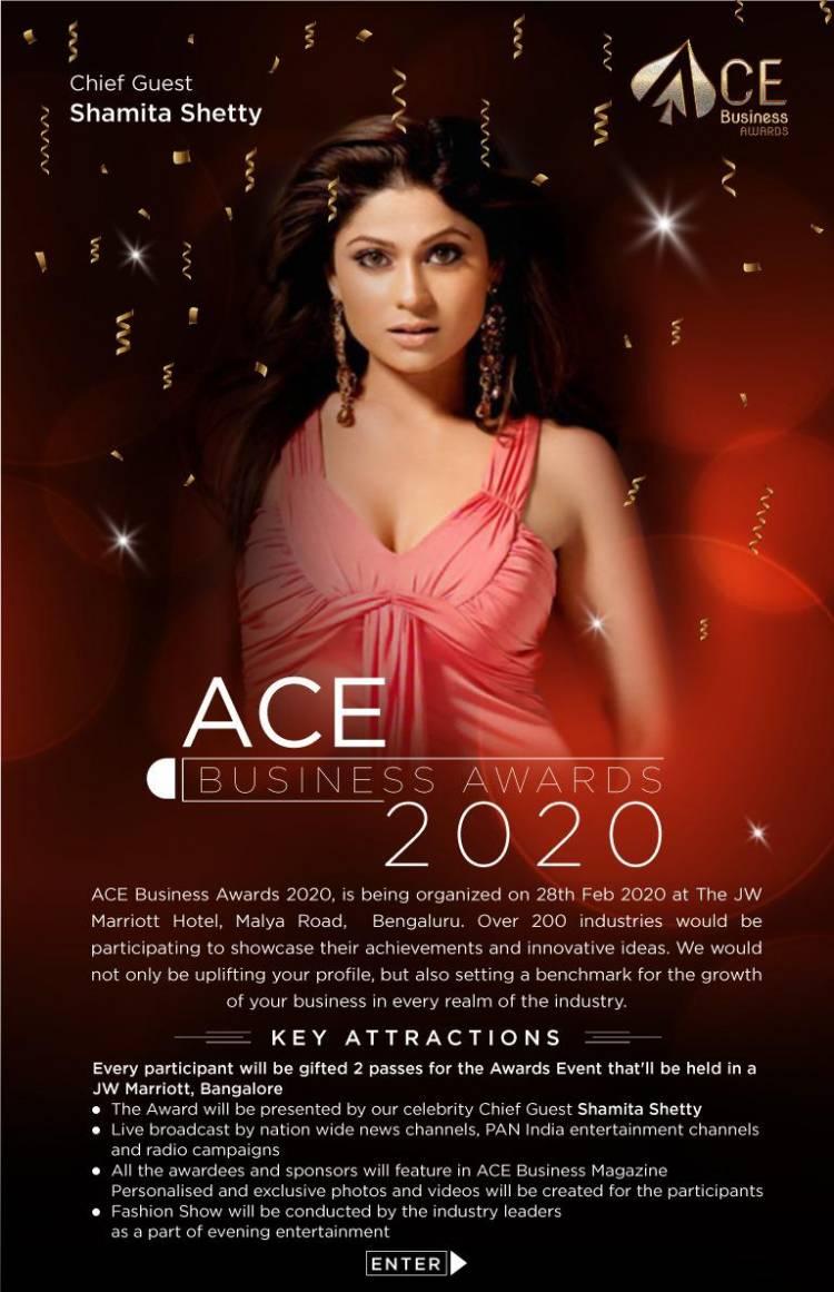 Gorgeous Karisma Kapoor & Shamita Shetty along with ACE  Business Awards