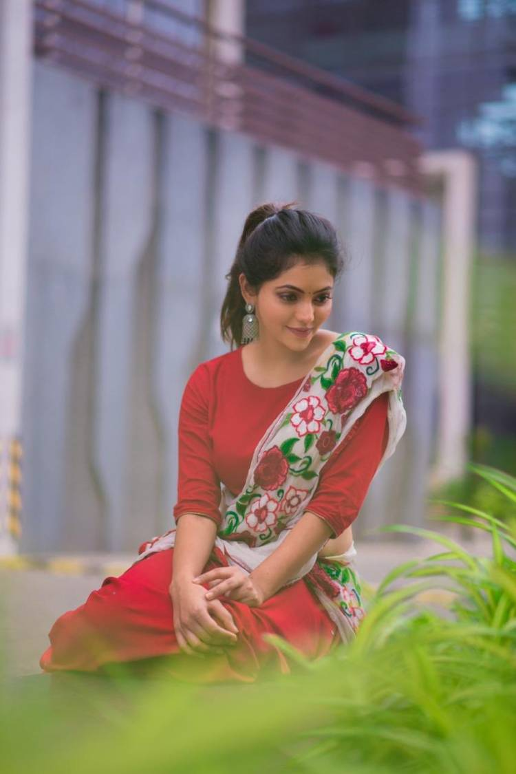 Gorgeous Actress Athulya Ravi in floral attire