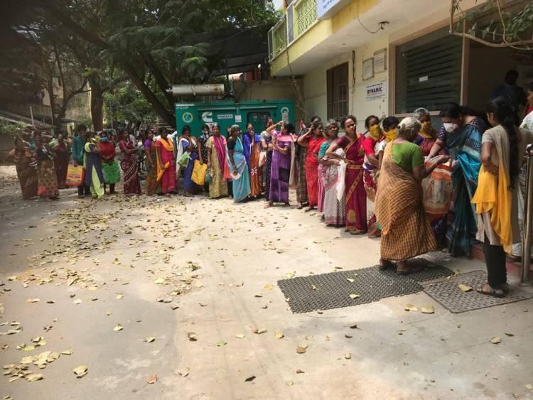 குட்டி பத்மினி 2000 பேர்களுக்கு  உதவினார்