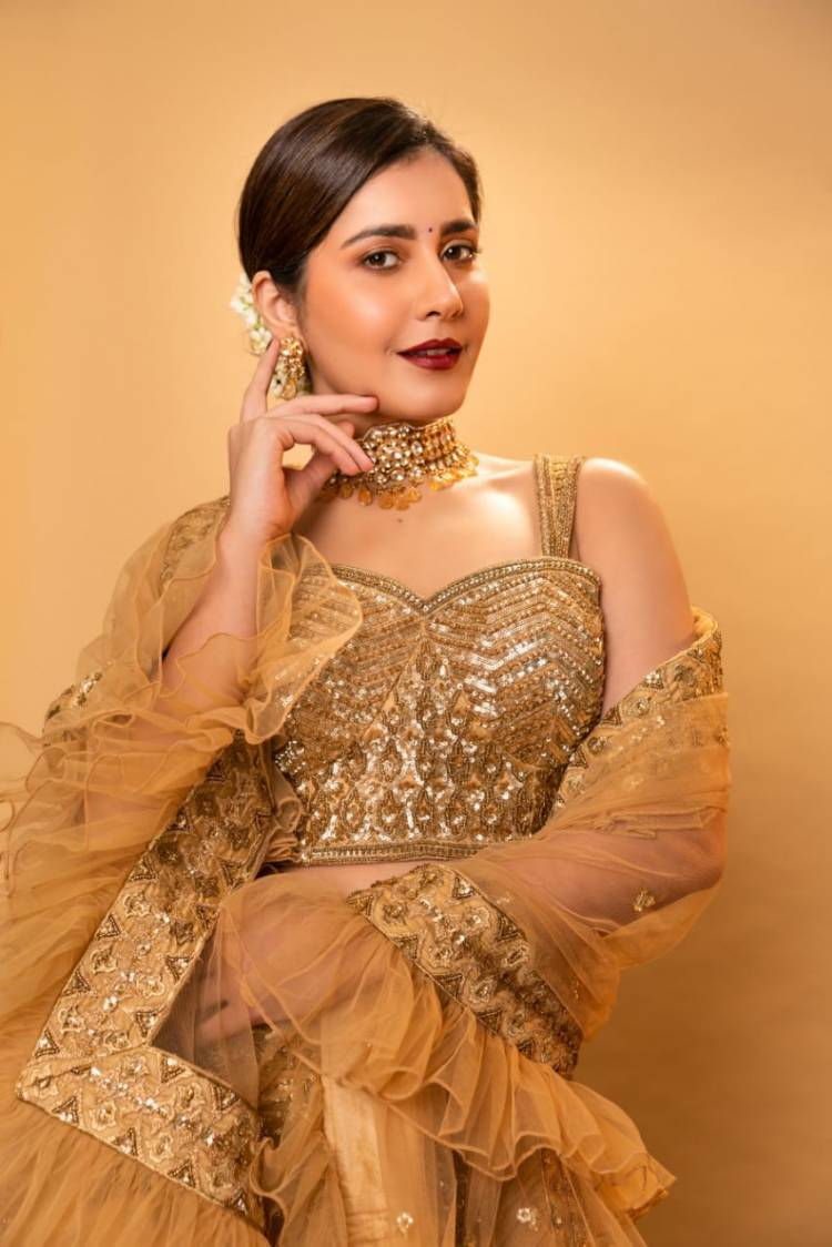 Actresss Raashikhanna looks beautiful in these pictures from her  photoshoot