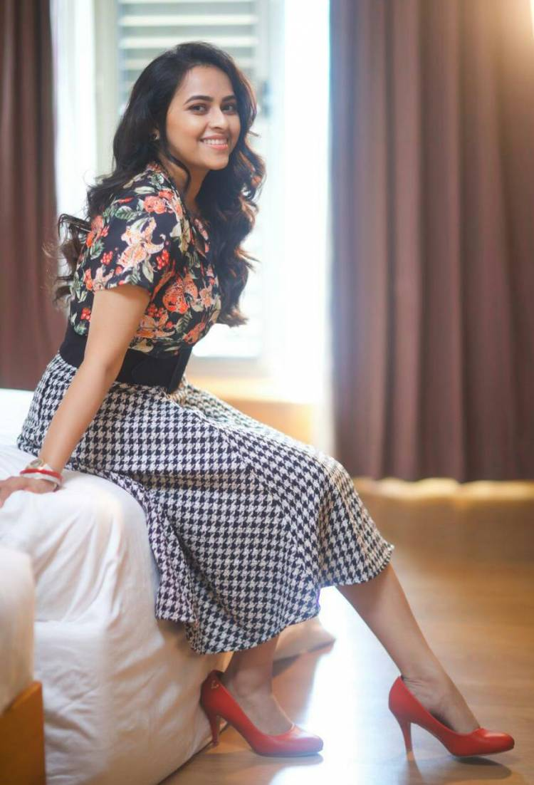 Exquisitely Beautiful sridivya flaunts Smile and Substance in style in these new stills