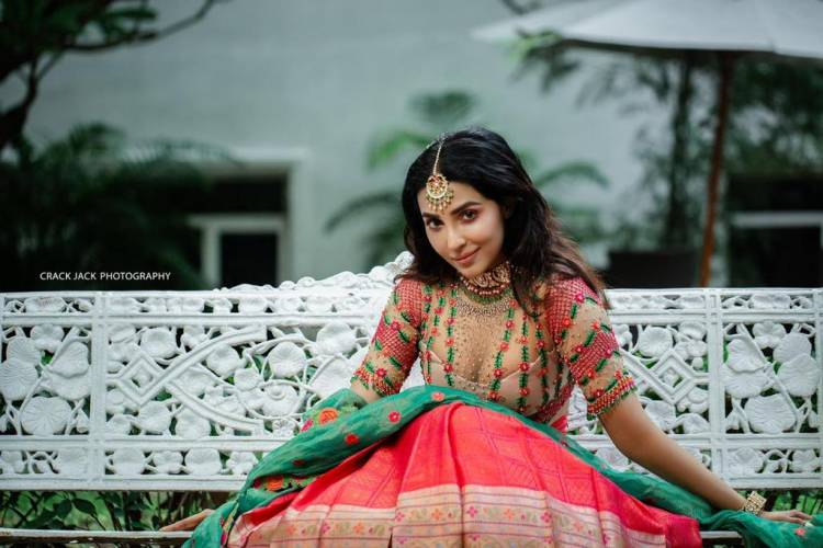 Actress #Parvati looks pretty in pink! Here are pictures from her latest photoshoot.