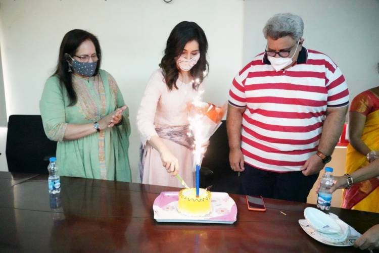 Actress #RaashiKhanna planted saplings on the occasion of her birthday today!