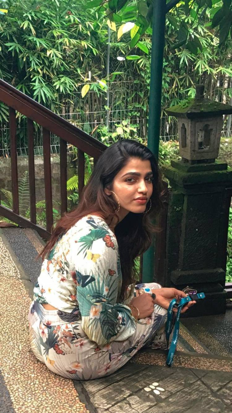 Actress #SaiDhanshika's Latest Casual Stills Brings Out The Charm In Her With Her Striking Look!!