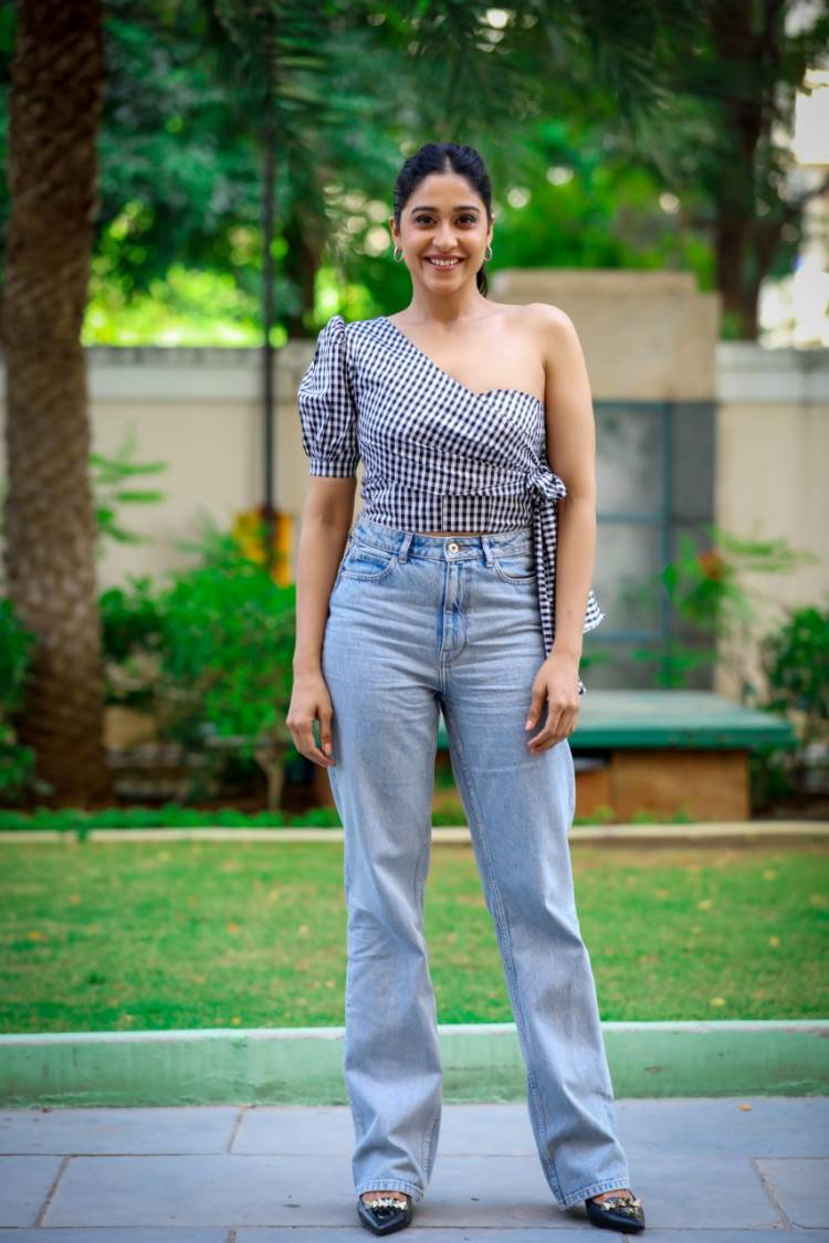 #Chakra #AV31 #Soorpanagai #Flashback #NenjamMarappathillai #kallapart Telugu & Hindi Pan-India Star @ReginaCassandra Super Busy with her Ongoing Projects