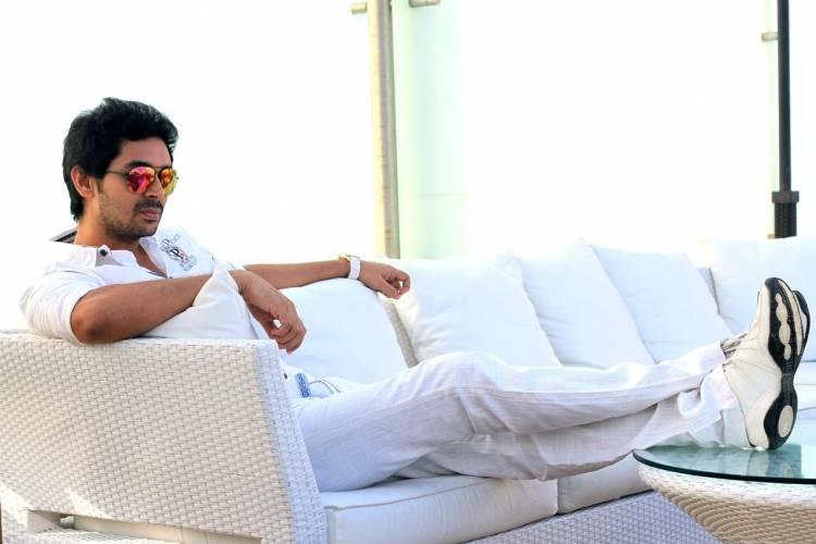 நடிகர் விவந்த் அவர்கள் சமீபத்தில் வெளியான 'பாரிஸ் ஜெயராஜ்' படத்தில் நடித்து மக்களிடையே பெரும் வரவேற்பை பெற்றார்.