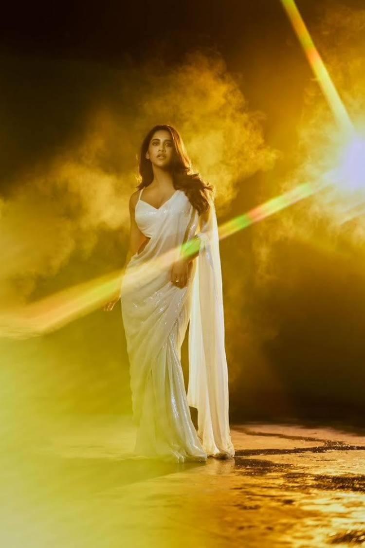 Nabha tops it all off with an outstanding desi look #NabhaNatesh