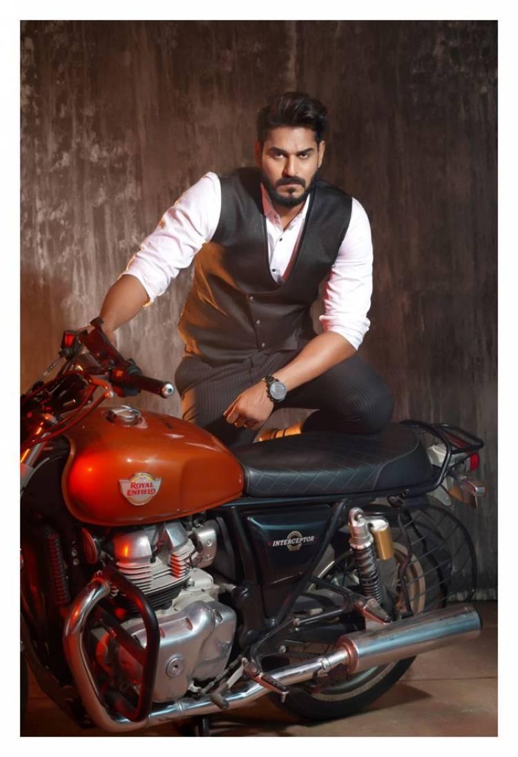 Debutant Actor Aadhav joins the team of Tamil rom com project ' Kettavannu Peru eduttha nallavan', starring big boss fame Mahath, Aishwarya, Yogi Babu, Motta Rajendran among others.