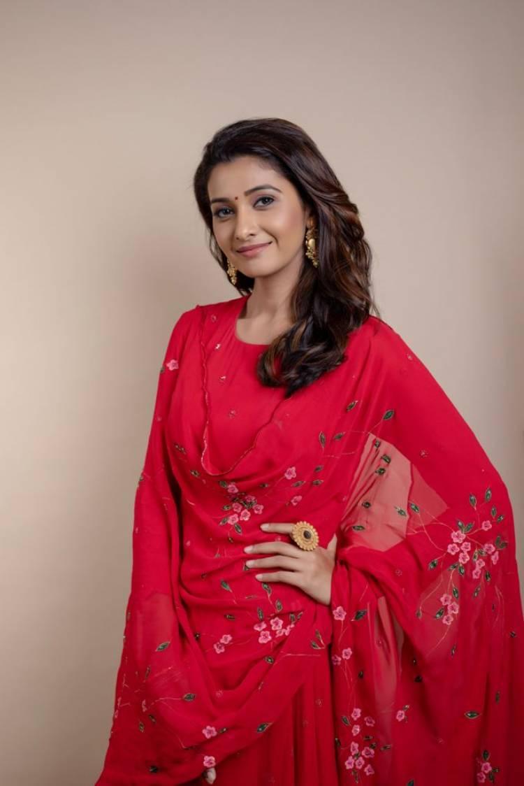 Exquisite beauty #PriyaBhavaniShankar's gorgeous stills!