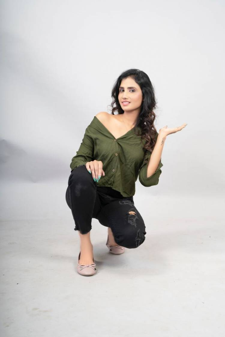 Actress #Preethi of Login fame looks astounding beautiful in the latest photoshoot stills. Here check out her stills..