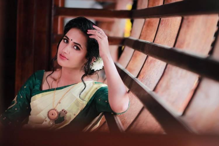 Actress #MariaVincent looks Astounding Beautiful in the saree photoshoot