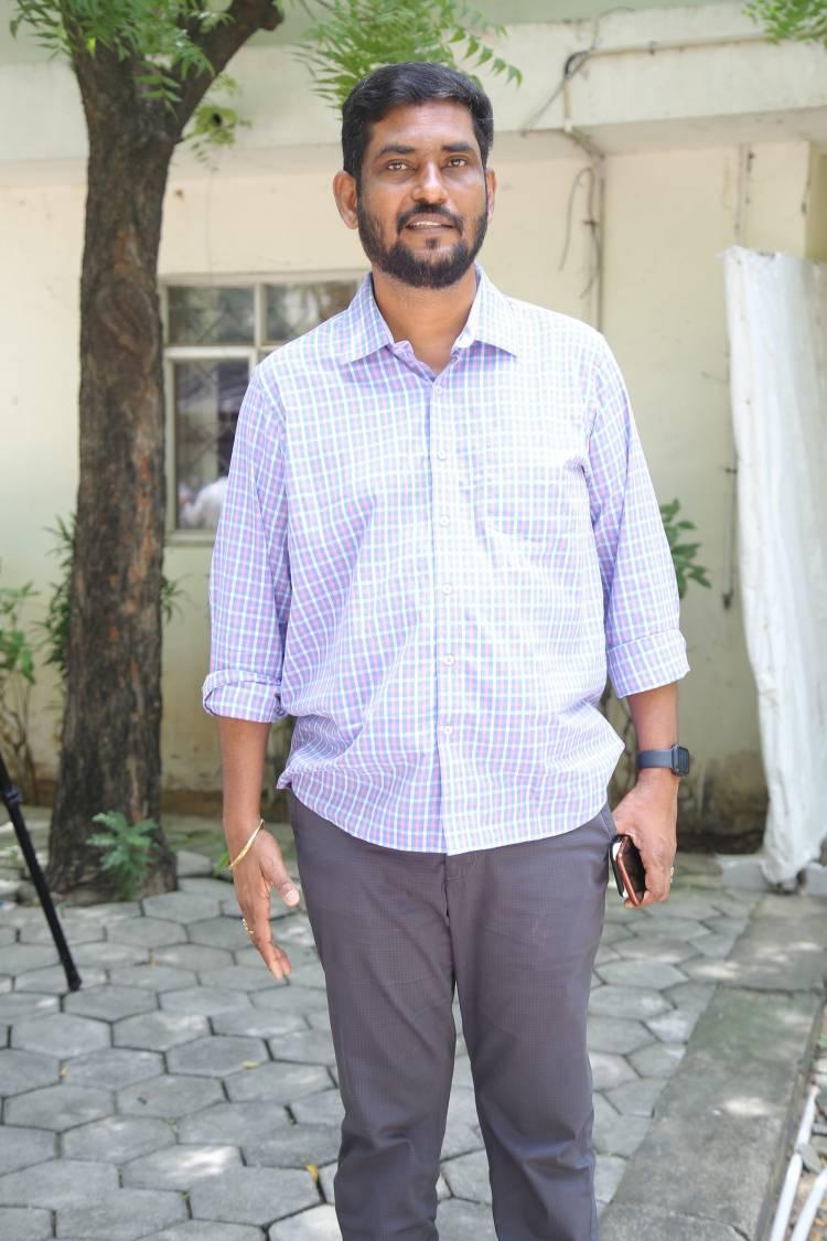 நீண்ட இடைவெளிக்கு பிறகு இசையமைப்பாளர் சிற்பி & பழனி பாரதி இணையும் புதிய படம் முடக்கறுத்தான் . தற்போது K .வீரபாபு 'முடக்கறுத்தான் ' எனும் புதிய படத்தை இயக்கி நடிக்கிறார் .