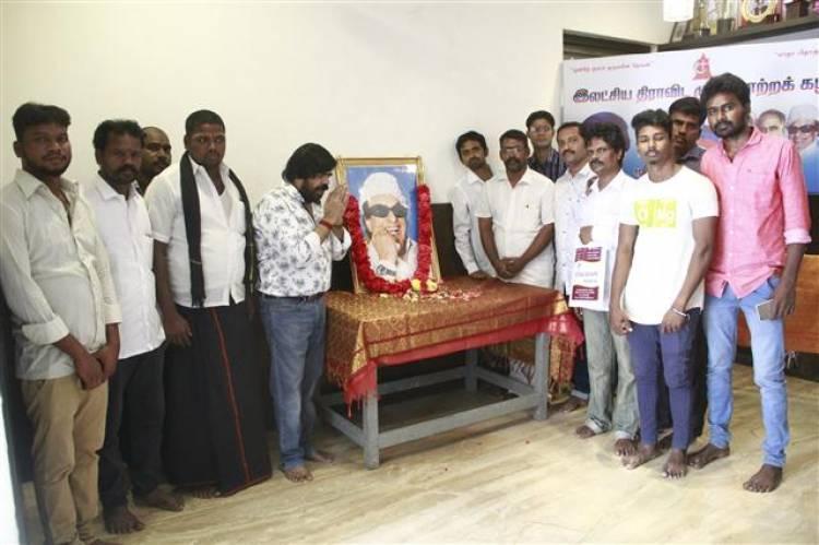 புரட்சித் தலைவர் எம்.ஜி.ஆர் 31-வது நினைவு நாள்: இயக்குனர் டி ராஜேந்தர் மரியாதை (வீடியோ)