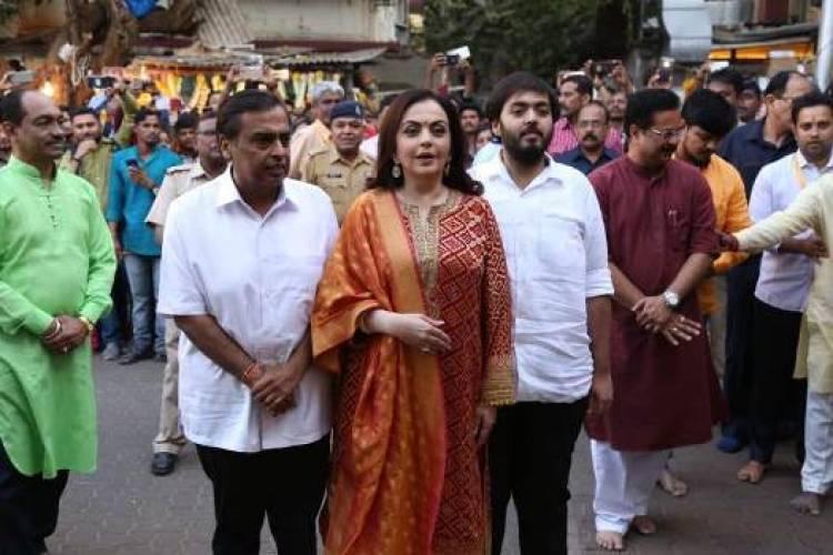 Smt Nita & Shri Mukesh Ambani at Siddhivinayak Temple in Mumbai