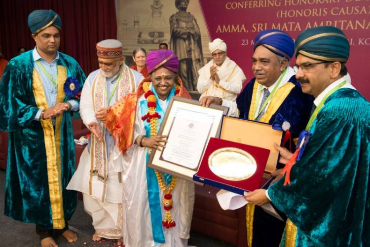 Sri Mata Amritanandamayi Receives Honorary Doctorate of Letters from University of Mysore