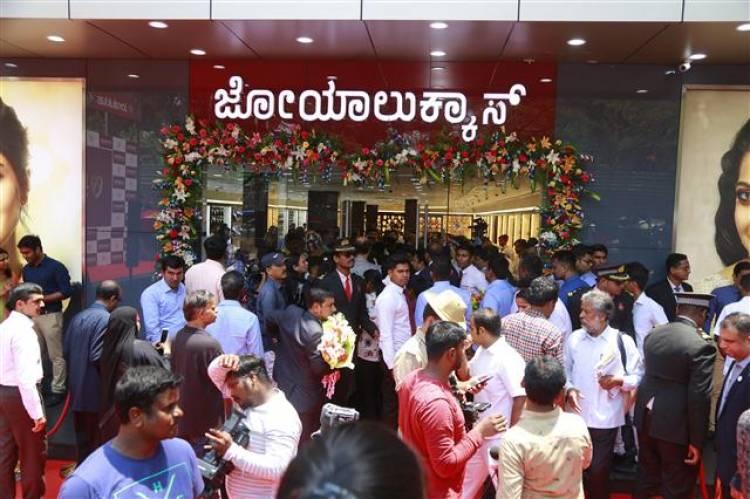Joyalukkas New showroom inauguratated by Bollywood star Kajol Devgan