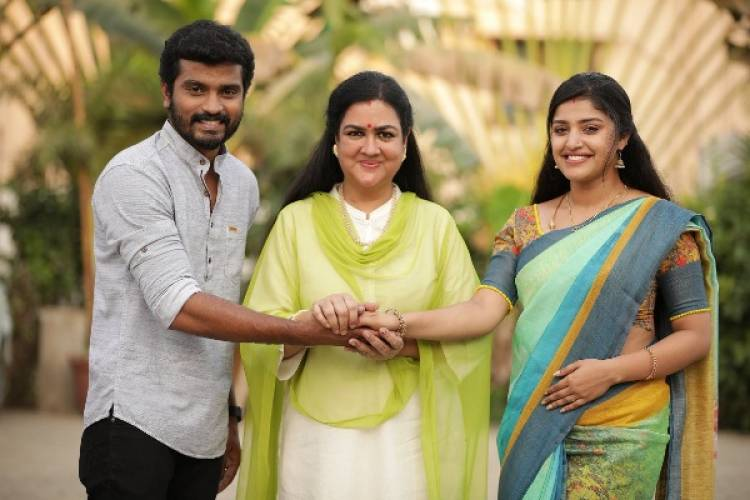 What is yesteryear actor Urvashi doing with Thirumanam couple?
