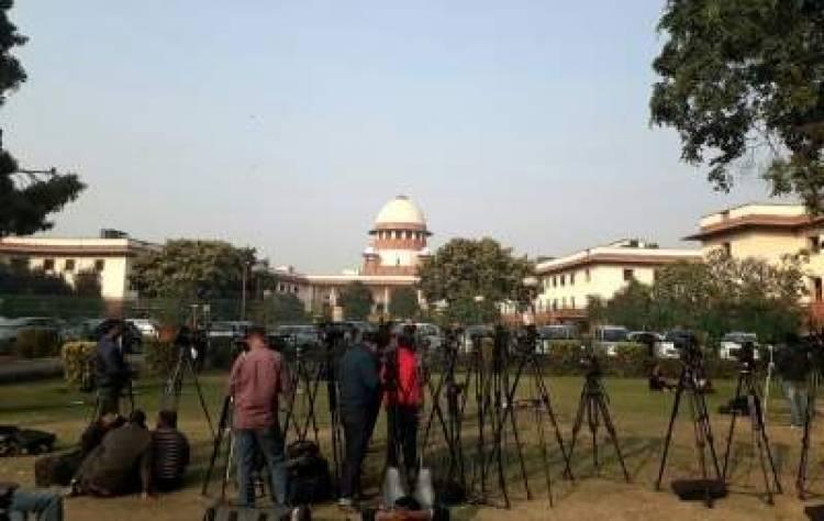 SC orders status quo on Karnataka rebel MLAs issue till Tuesday
