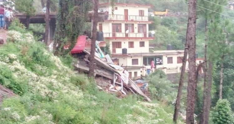 10 rescued, 20 trapped in Himachal building collapse