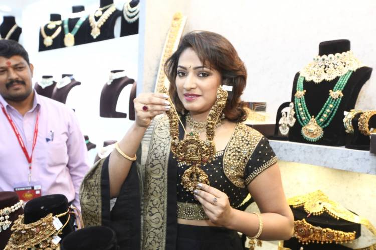 Cine Actress Hari Priya Inaugurates Asia Wedding Fair 2019