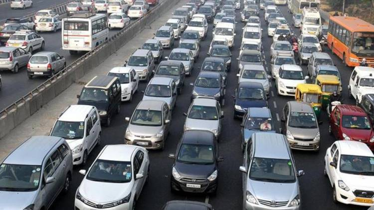 2-wheelers, private CNG cars may come under Odd-Even rule; announcement today