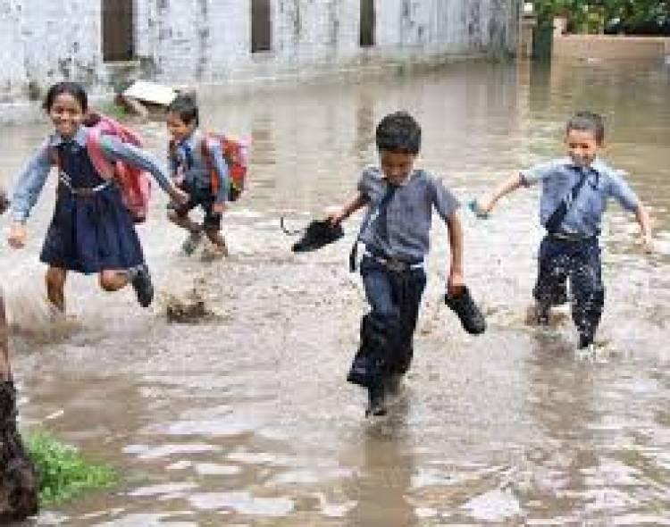தமிழகத்தில் கனமழை: 9 மாவட்ட பள்ளிக்கு விடுமுறை