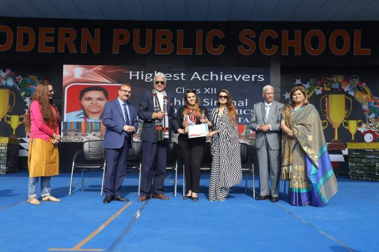 Modern School honors its meritorious students