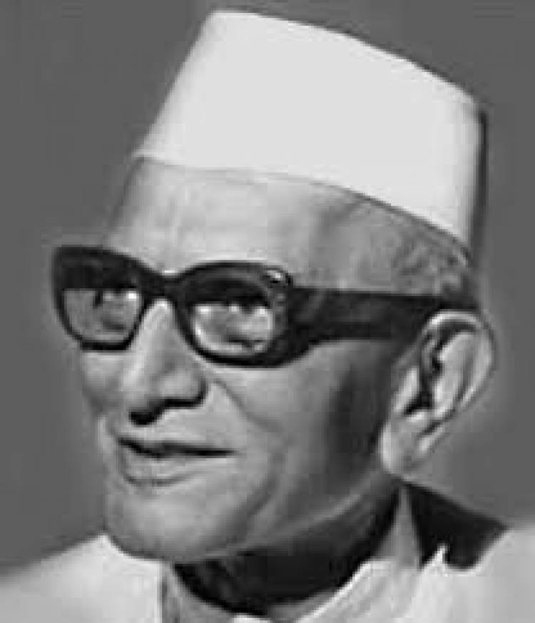 Remembering Our 4th Prime Minister of India on his birth Anniversary Facts about Moraji Desai