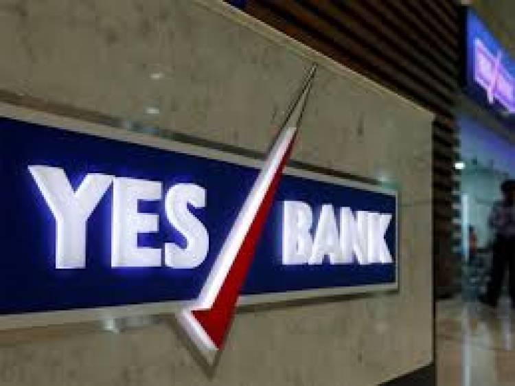 Grahako ki seva mein, YES BANK ne liye prashansaniya kadam