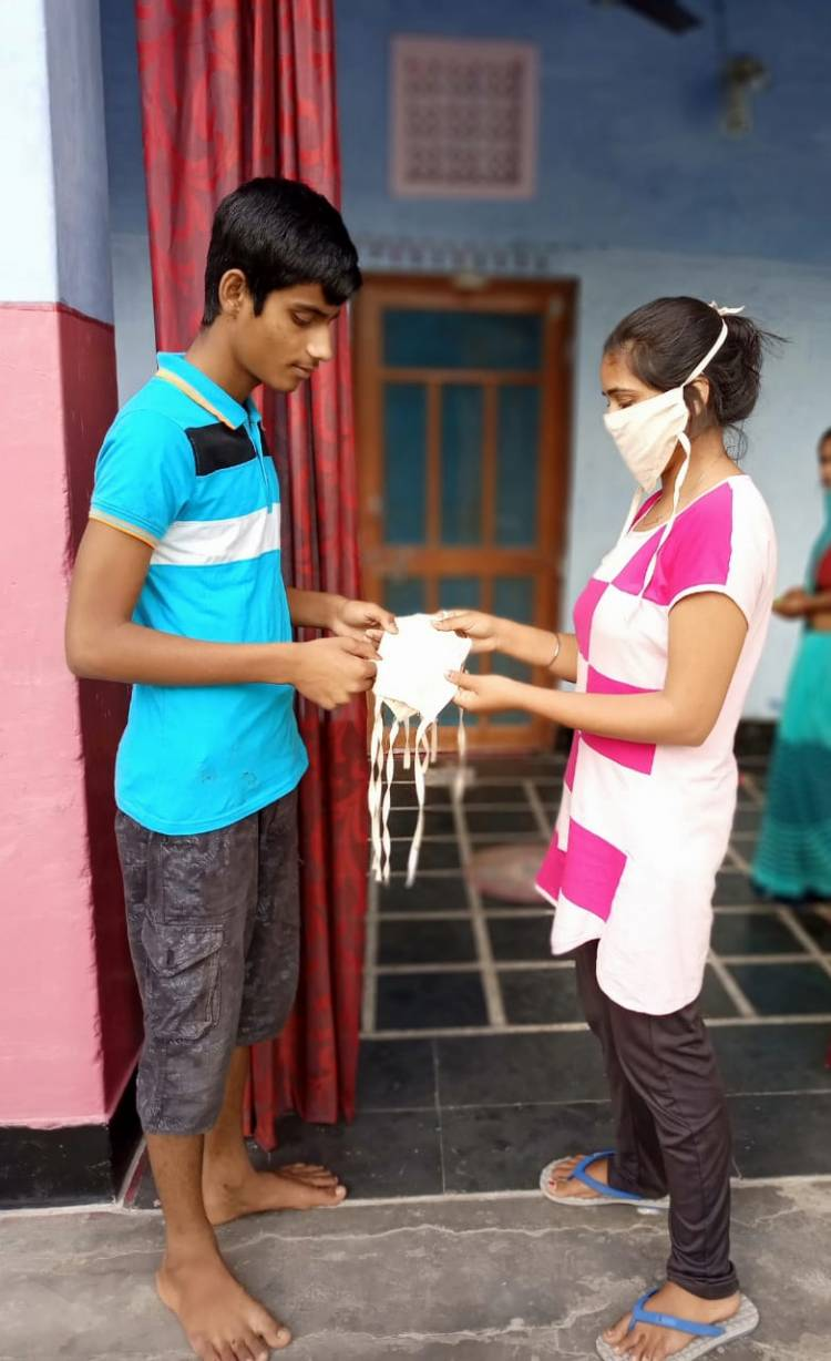 28 year old helps community fight COVID 19 by stitching mask at home