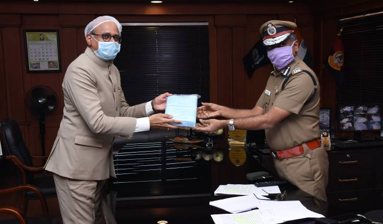 Star Health donates 1.5 lakh facemasks for Chennai City police during Covid-19 pandemic