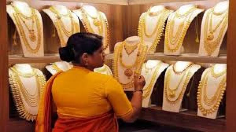 Gold rises marginally by Rs 11, silver jumps Rs 1,554