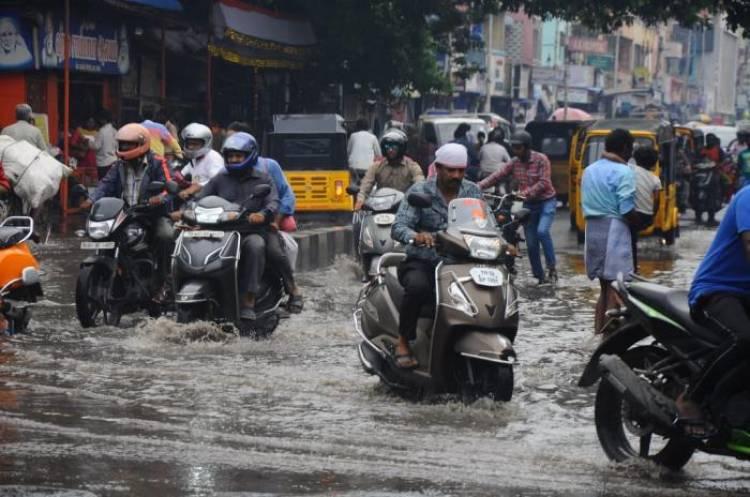 தாழ்வான பகுதிகளை தவிர சென்னையில் வேறு எங்கும் தண்ணீர் தேங்கவில்லை